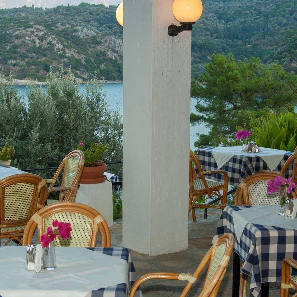 02-photogallery-hotel-kerveli-village-restaurant-samos-vacation-hotel-vasileiou